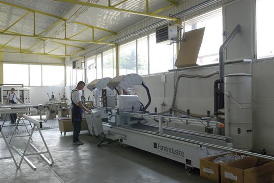 Machines informatisées pour la coupe de profilés en aluminium