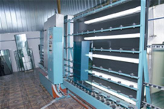 Automatic machine for washing glass