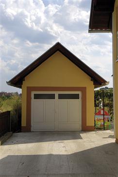 Les doubles portes de garage