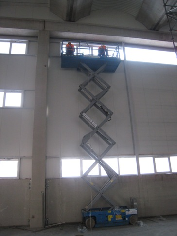 """Matériel de montage sur la façade d'usine """"Fiat"""" - Kragujevac"""