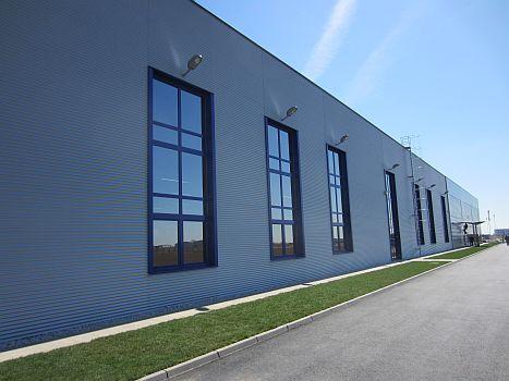 """AluSkin Fenster auf das Gebäude, """"Mühlbauer"""" Stara Pazova"""