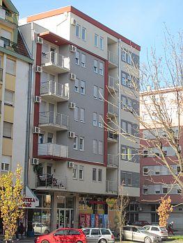 """Wohngebäude """"Vins 021"""" in der Straße Cara Dusana in Novi Sad"""